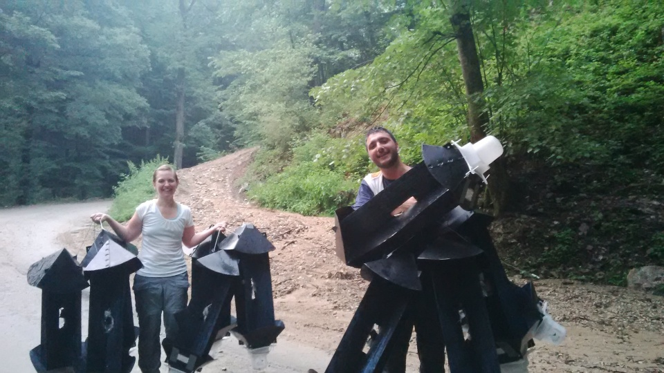 Removing traps from the Eselnita Valley with Akis and Laurentiu Rozylowicz.